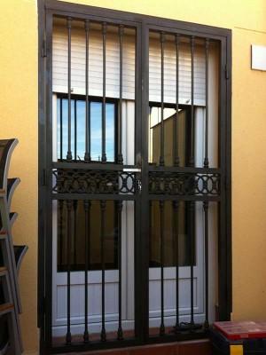 Puertas de forja en alcal de henares rubio for Modelos de puertas de forja