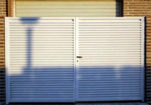 Puertas de forja en Alcalá de Henares blancas