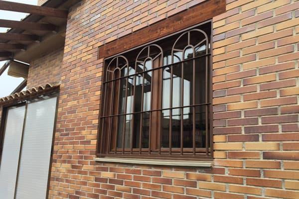 Rejas de ventanas de forja finest rejas de forja para ventanas y puertas seguridad rejas de - Rejas de forja antiguas ...