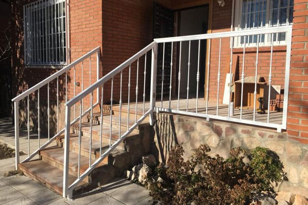 Barandillas Metalicas Para Escaleras Y Porches Cerrajeria Rubio - Porches-metalicos