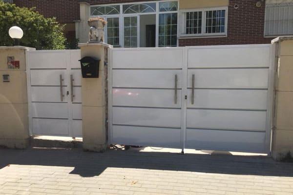 puerta de exterior metálica