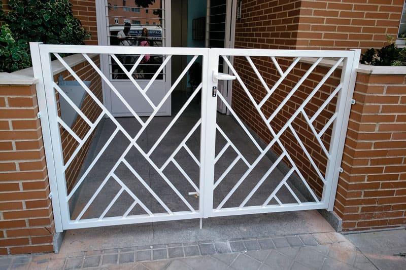 instalación de una puerta de entrada